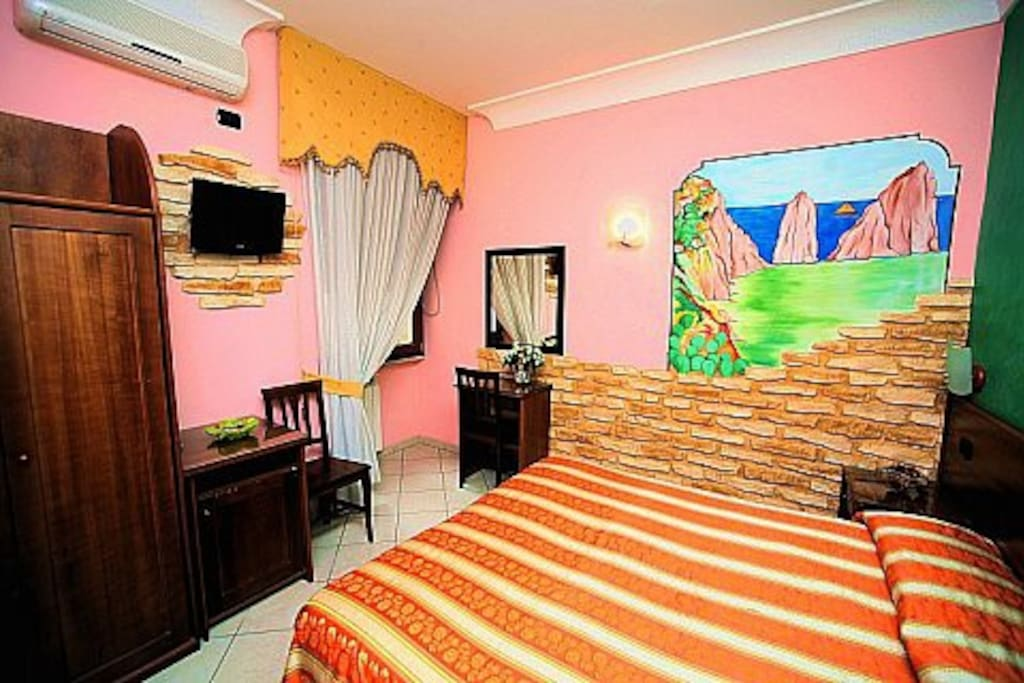 Private room 200 meters from the central station in napoli for Airbnb napoli