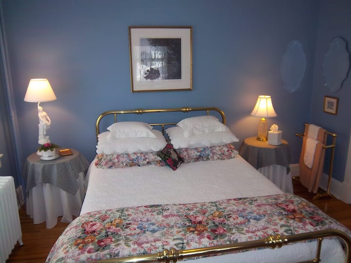 Best Location, Queen Bed, Private Bath, Very Clean