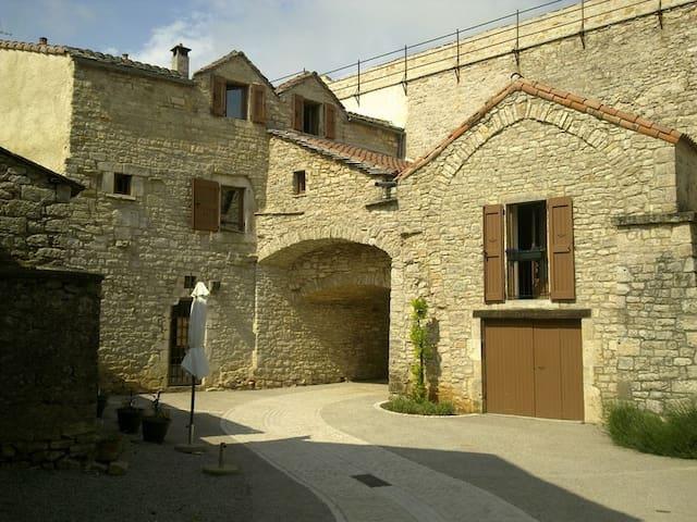 Maison caussenarde 15è siècle - La Cavalerie - Dom