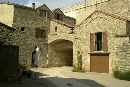 Maison caussenarde 15è siècle - La Cavalerie - Hus
