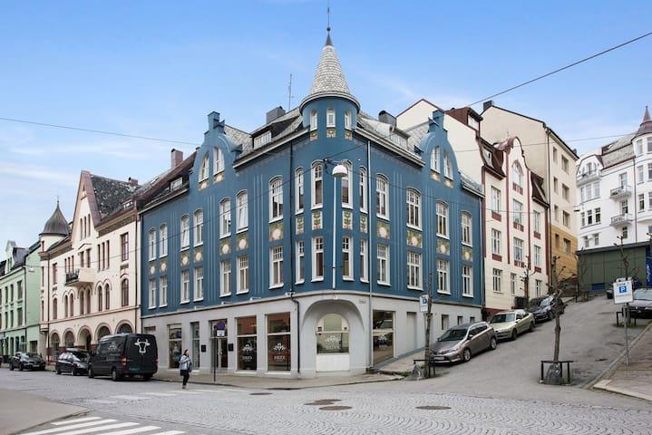 Stor og lys leilighet i Ålesund sentrum
