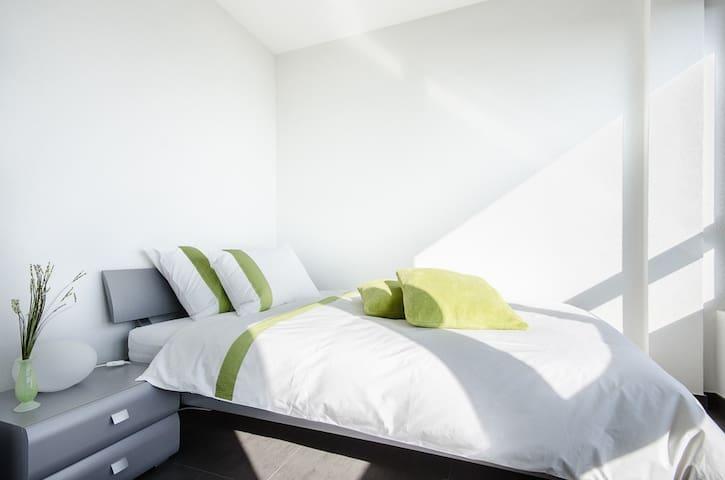 """BnB """"Le Haut des Vignes"""" Chambre 3 - Lutry - Bed & Breakfast"""