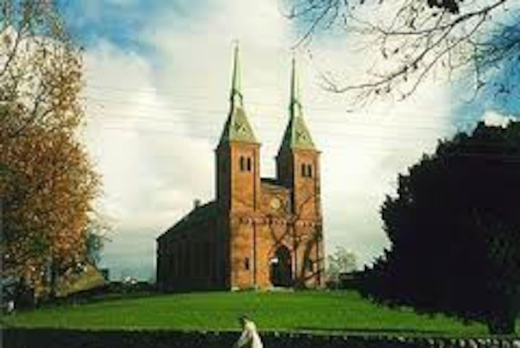 tæt på Ordrup kirke