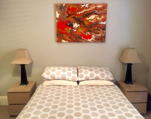 This charming room is outstanding value, bright, cosy, comfortable & fully carpeted. The space is perfect for a solo traveler, a couple or friends who don't mind sharing. Lovely room suitable for short visits only, as used for regular family visits.