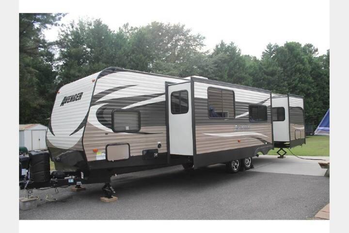 Scott Family Sweet Serenity, ultimate vacation! - Woodstock - Husbil/husvagn
