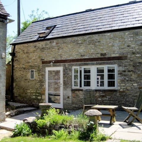 Tranquil Cotswold Stone Cottage - Great Rissington - Guesthouse