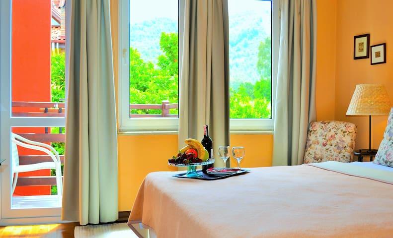 En-Suite Double Room in YoncaResort - Göcek - Bed & Breakfast