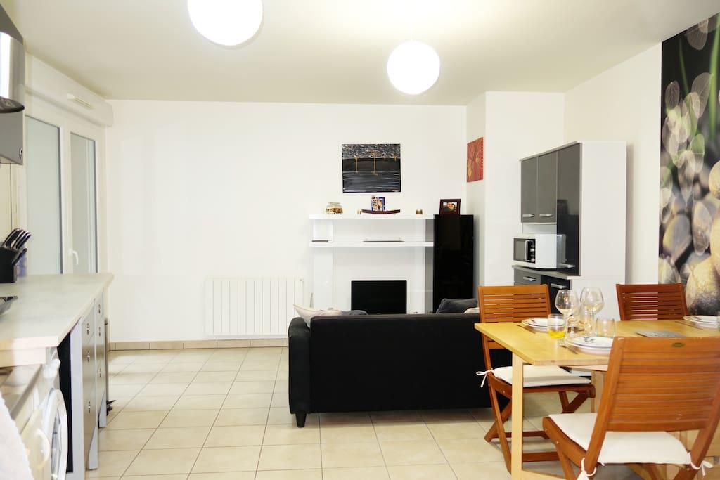 Chambre dans appartement proche toutes commodit s flats for Jardin couvert lyon