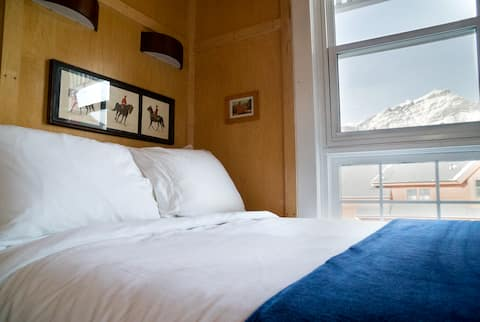 RCMP-Themed Room with Incredible Mountain Views