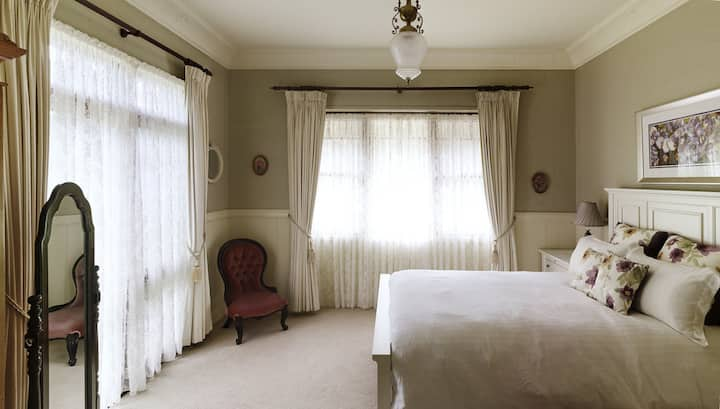The Willows at Kurrajong - The Sunningdale Suite