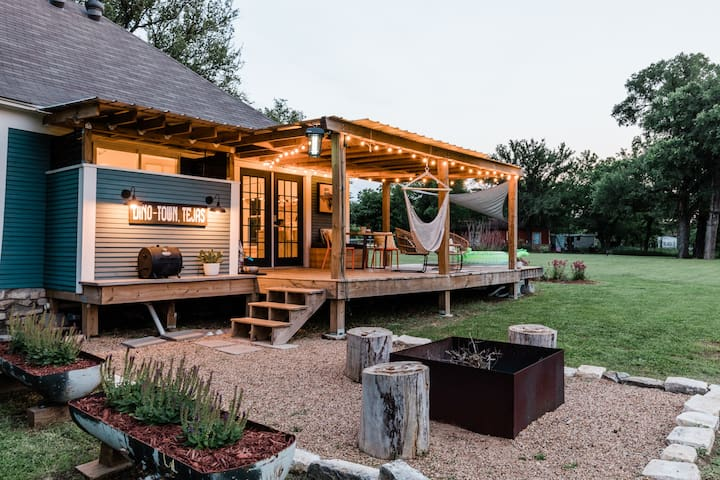 Modern Farmhouse *Stock Tank Pool & Dog Paradise*