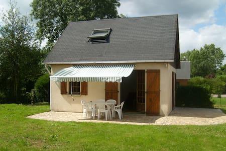 A DEUX PAS DE LA CÔTE NORMANDE - Beuzeville