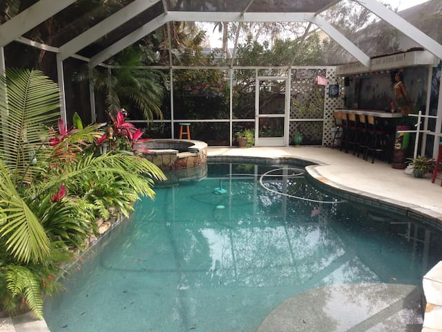 Tropical Garden Suite - Palm Harbor - Apartemen