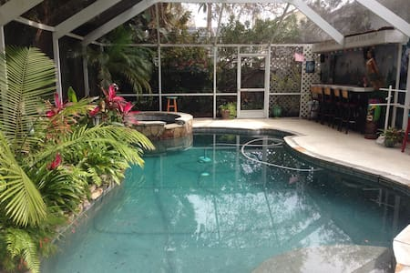 Tropical Garden Suite - Palm Harbor