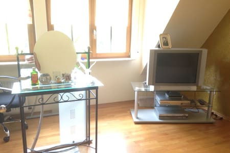 Big and bright double bedroom - Frankfurt am Main