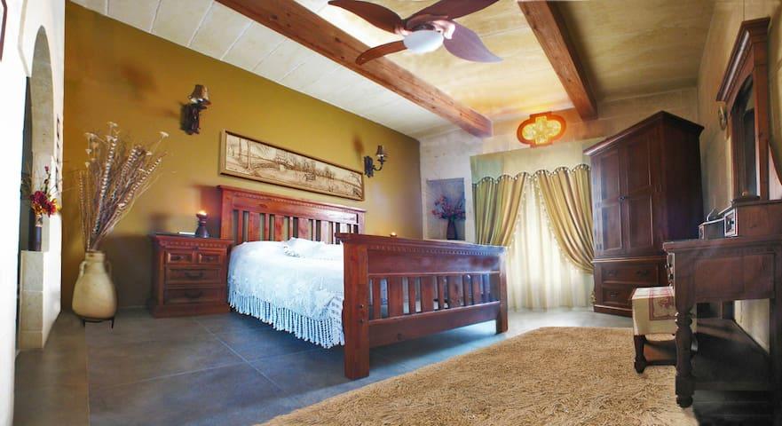 Artist's Suite & Free MTBs - Gharb - Huis