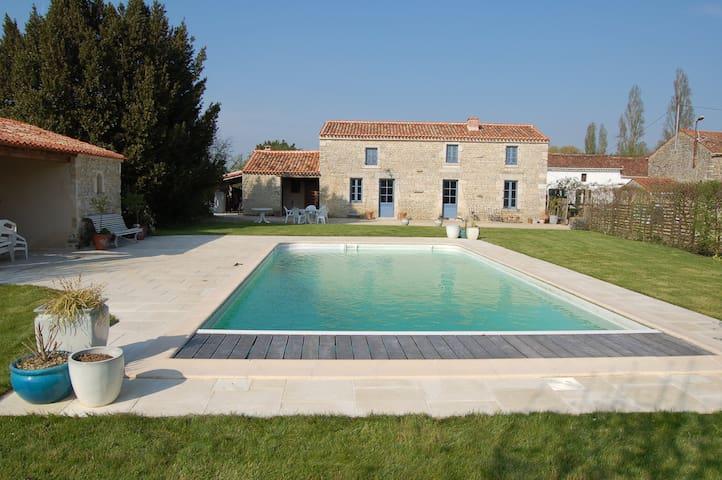 Gite de Baude ,piscine pour 8 dans Marais Poitevin - Montreuil - Haus