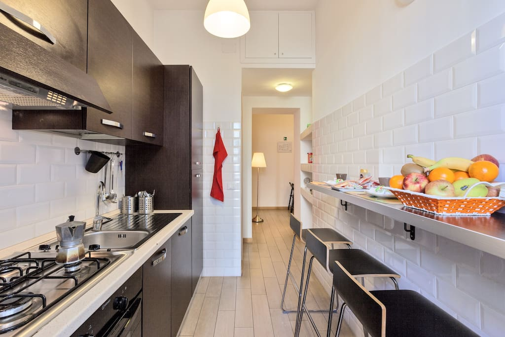 La cucina è una comoda alternativa per mangiare/Our kitchen is very appreciated by our guests as a comfortable alternative to restaurants