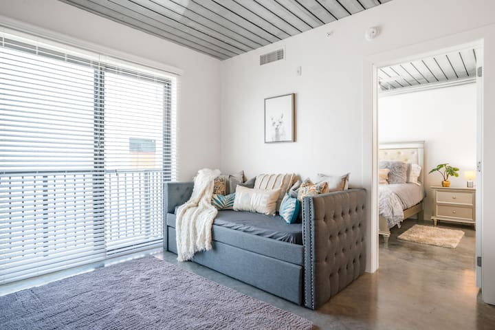 Bright airy living area with day bed!