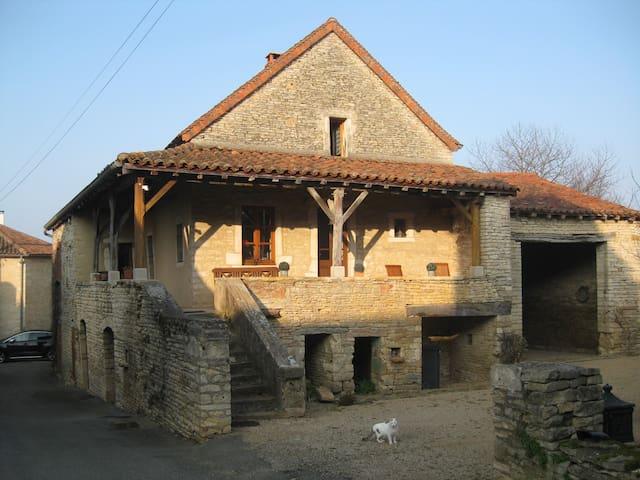 Belle maison ancienne , sud Bourgog - Chissey-lès-Mâcon - Dom