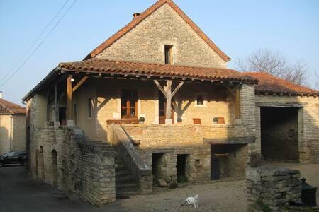 Belle maison ancienne , sud Bourgog - Chissey-lès-Mâcon - Rumah