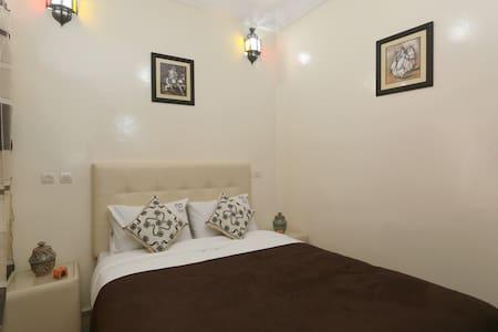 Almond tree room Riad DAR BENBRAHIM