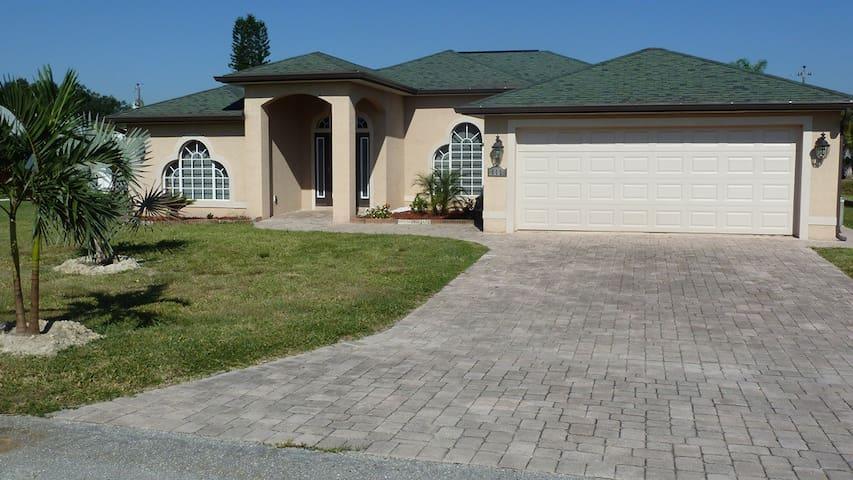 Great Pool Home - Lehigh Acres - Hus