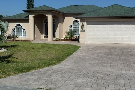 Great Pool Home - Lehigh Acres - Hus