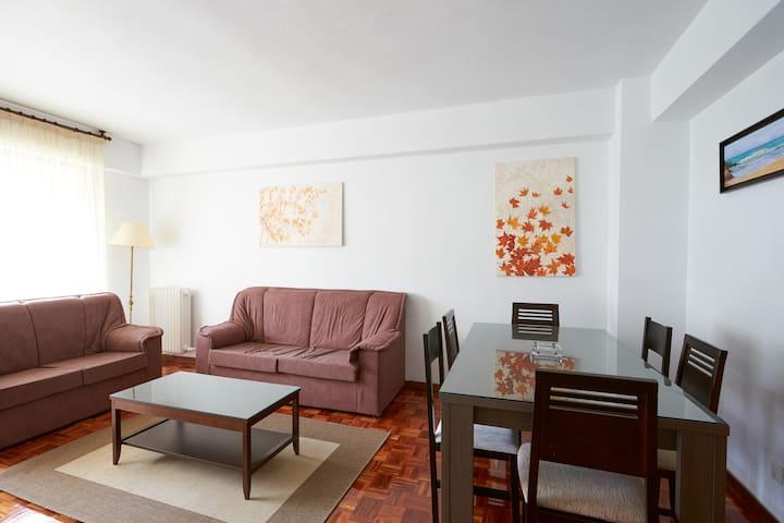 Apartamento amplio, limpio y cómodo - Barañáin - Lägenhet