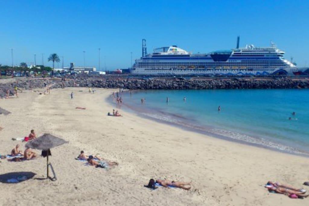 PLAYA CHICA. Beach to 75 mts