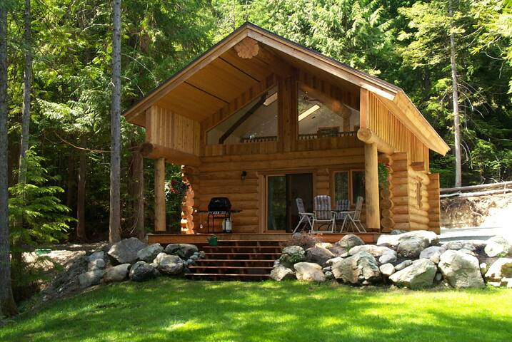 Lakefront Private Log Cabin, The Hummingbird Cabin - Mount Currie