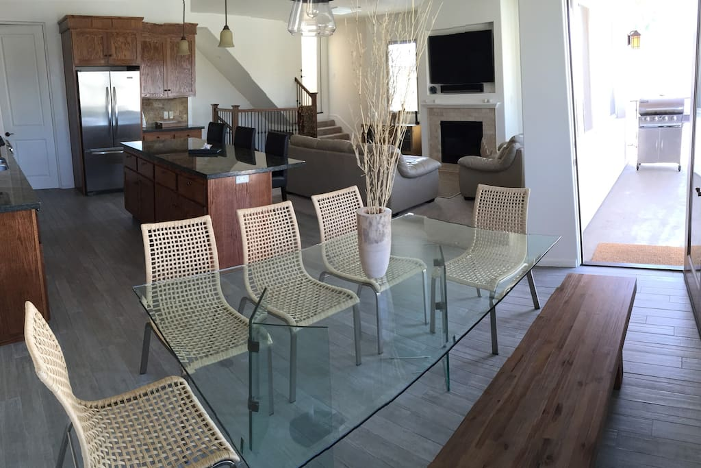Spacious living area with dining table off the balcony which has peekaboo ocean views and a Bbq
