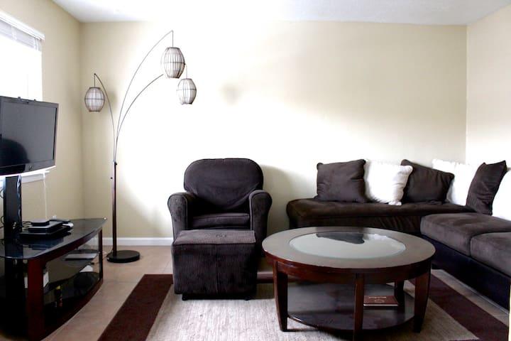 Renovated 2 Bedroom Apartment - Albuquerque - Apartment