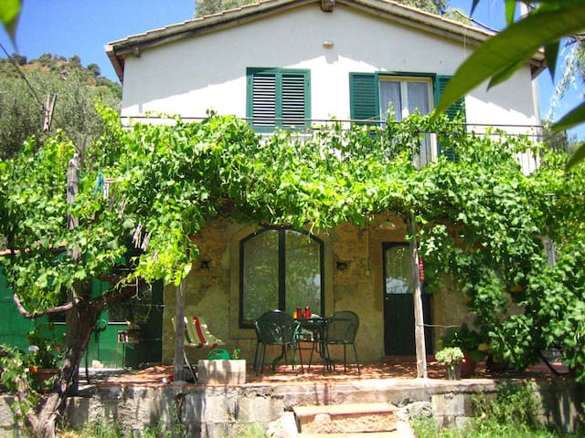 Charming Cottage with View & Pool - Motta Camastra - House