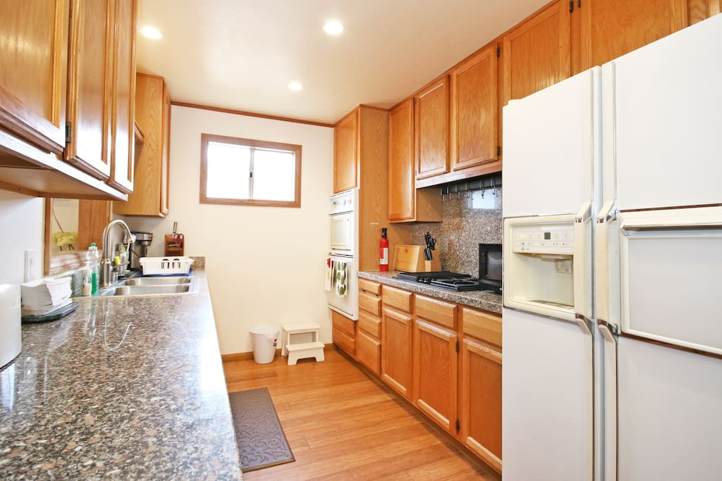 Fully equipped kitchen with everything you need in the cabinets