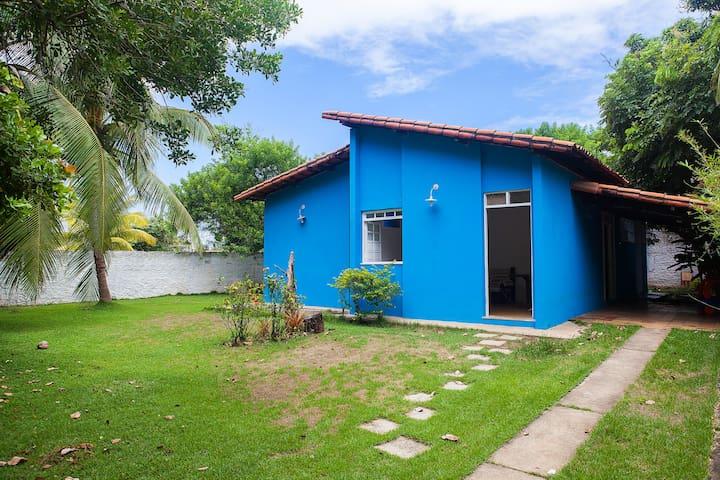 Casa com jardim e praia perto em Piatã