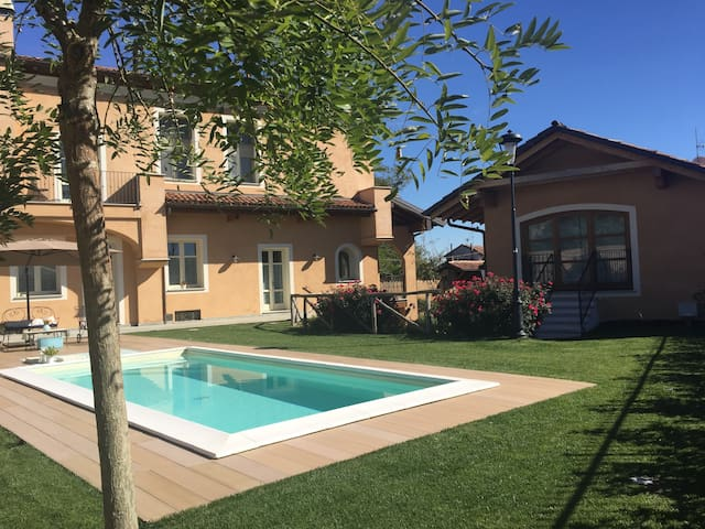 Casa e relax in corte con piscina