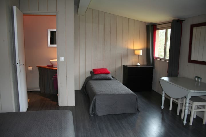 "Chambres d'hôtes ""Au Poirier de la Perdrix"" - Vézelay"