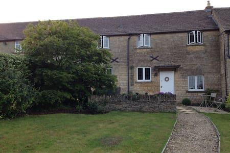 Cotswold Stone Cottage in central Stow-on-the-Wold - Stow-on-the-Wold