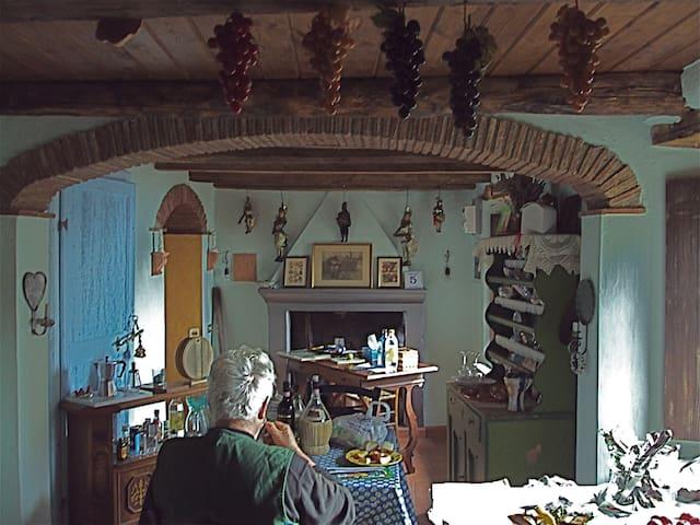 Charming Tuscan Farm House - Vetriano