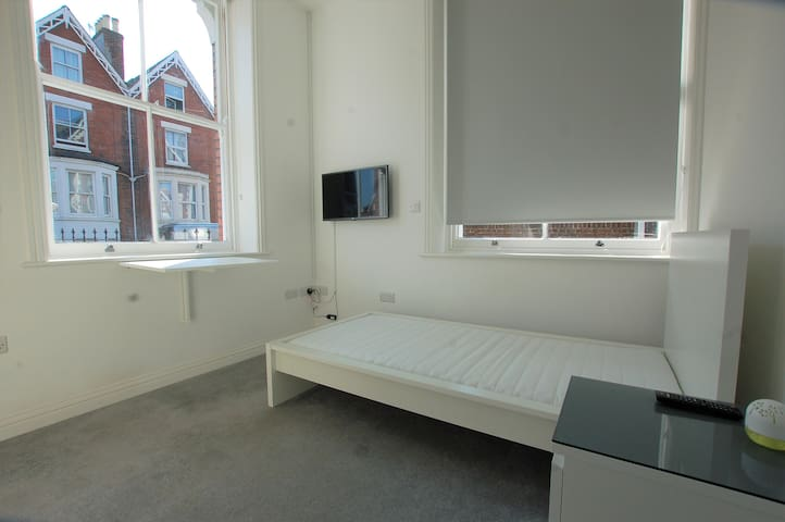 Double bed studio flat