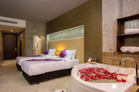 A Superior Designer Room Twin or King with BATH :) - Patong