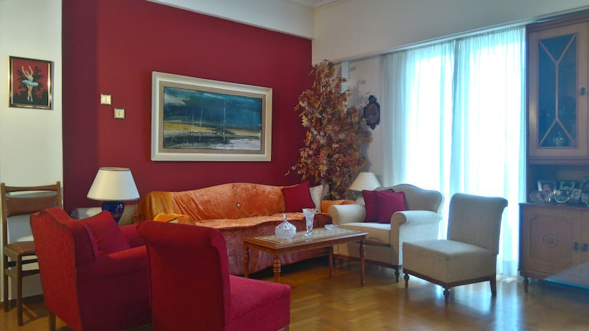 Spacious apartment in the center of Piraeus