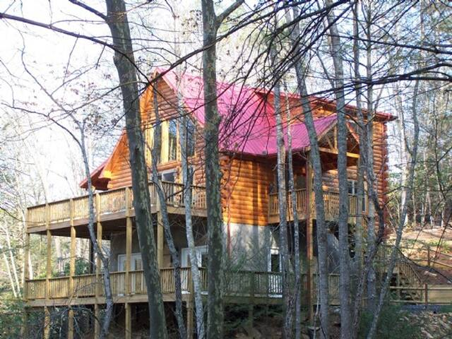 Mountain Lair-Hot Tub, Riverfront, Game Room, Pet Friendly, WIFI, Fire pit, Gas Fireplace
