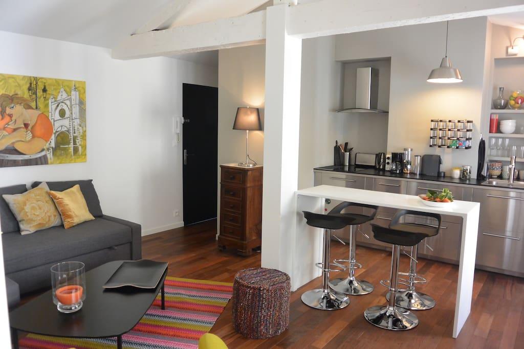 bel appartement centre historique appartements louer bordeaux aquitaine france. Black Bedroom Furniture Sets. Home Design Ideas