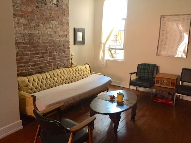 Charming Apartment in Central Lawrenceville