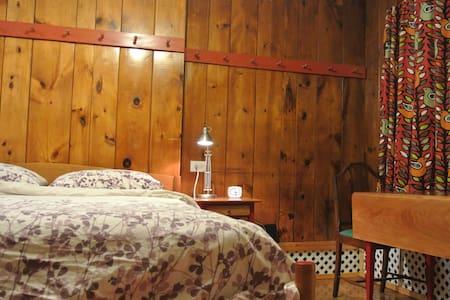 On Beacon Hill: Shaker, Not Stirred - Boston - Apartment