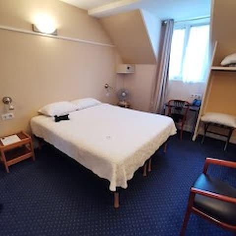 Double room in the heart of Saint-Germain des Prés