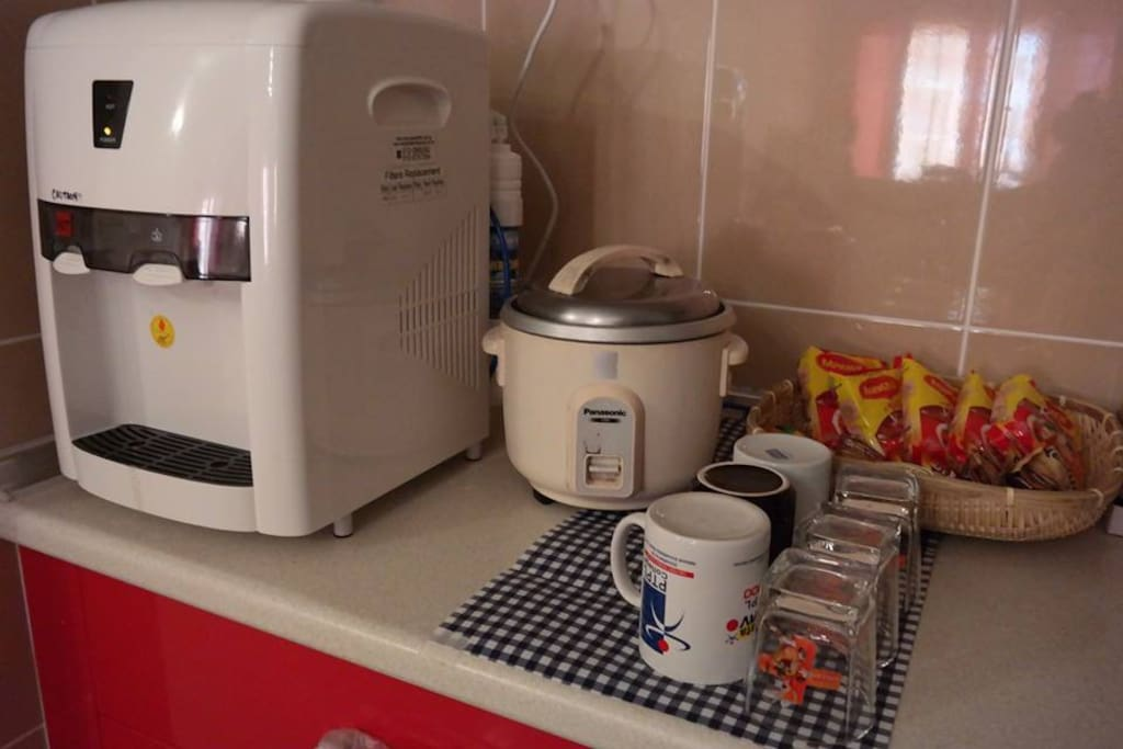 come with reverse osmosis water dispenser and rice cooker