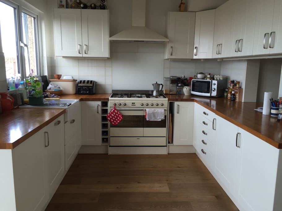 Ground floor: The kitchen is fully equipped for people who enjoy cooking. It is a bright and pleasant room.